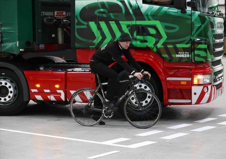 4 điểm mù rất dễ gây tai nạn mà tài xế nào cũng phải biết