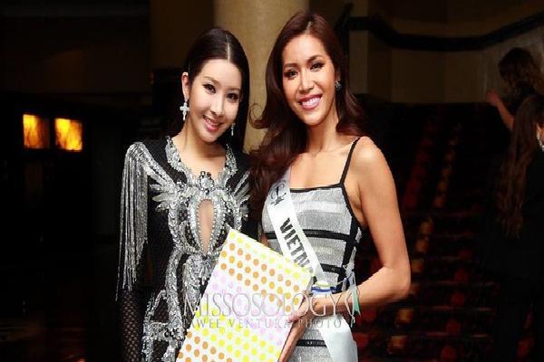 Minh Tú lại ghi điểm khi mang món quà này tặng đương kim Hoa hậu Siêu quốc gia trong tiệc sinh nhật
