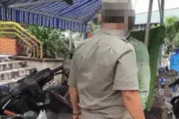Vụ tài xế bị tát khi vào khu phong toả: 2 bảo vệ đã lên tiếng xin lỗi và bị đình chỉ công tác 2 ngày